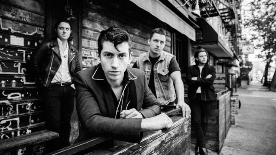 "Arctic Monkeys lançam novo vídeo ""Arabella"""