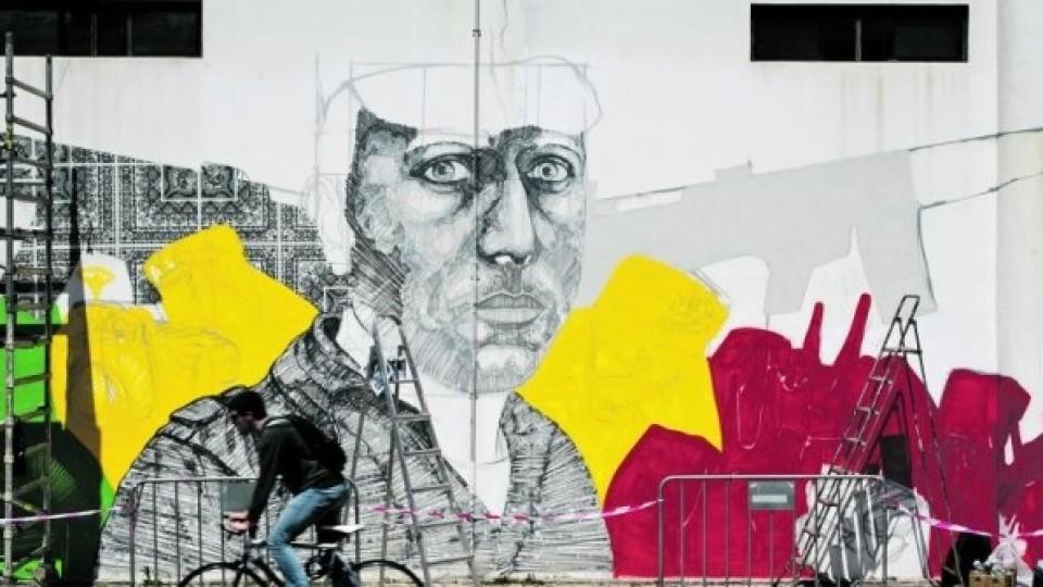 Artistas dedicam mural da Universidade Nova ao 25 de abril