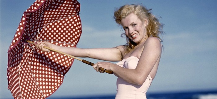 Marilyn-Monroe-At-The-Beach-1280x960-23613