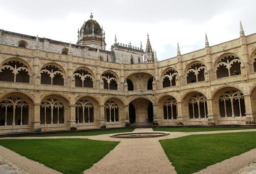claustros mosteiro dos jeronimos