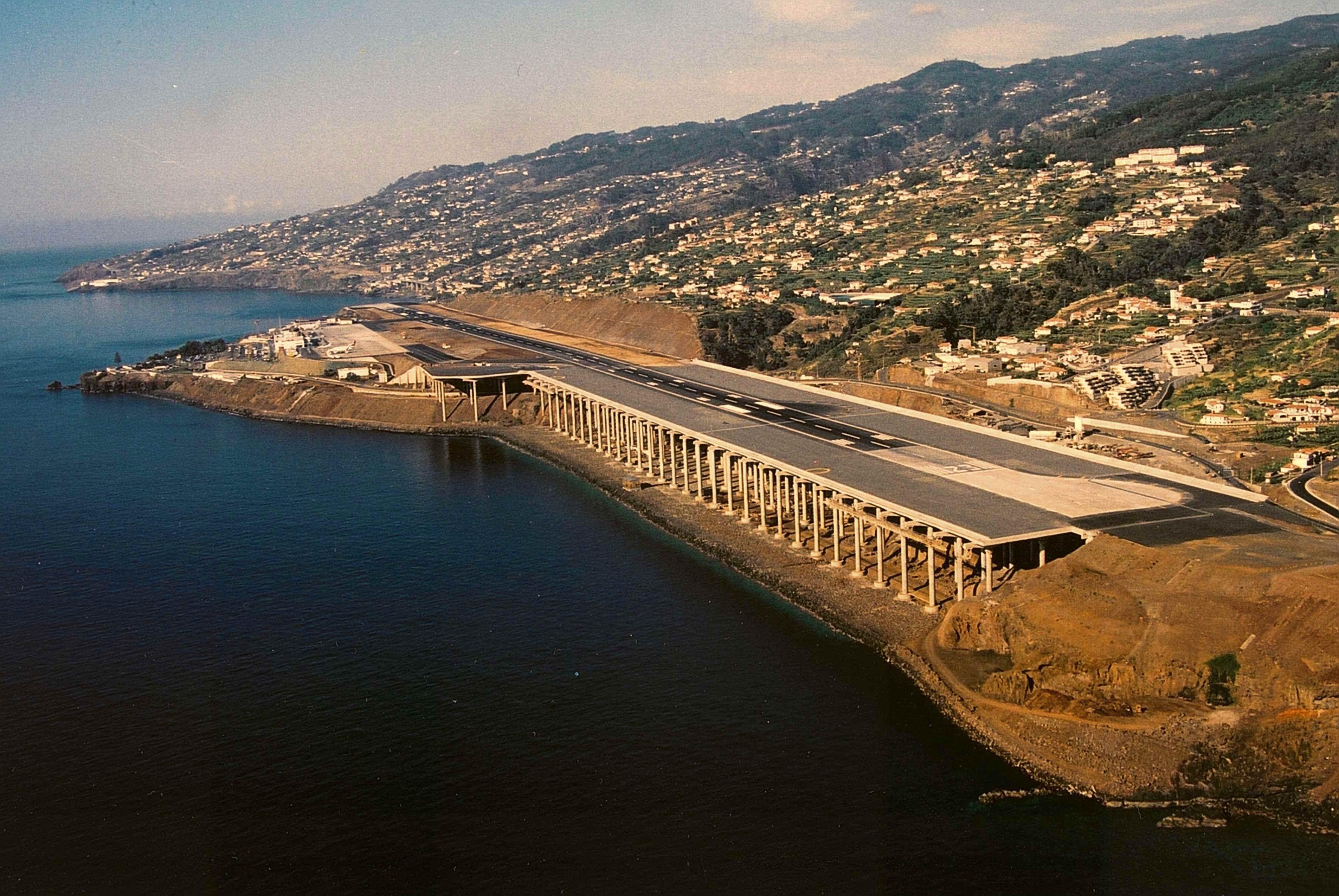"""Aeroporto da Madeira considerado um dos """"mais assustadores"""" do ..."""