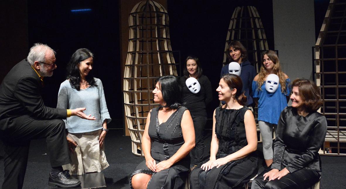 João Lourenço, Cláudia Nóvoa, Ana Ester Neves, Patrícia Quinta e Angélica Neto (atrás Marisa Fernandes, Marta Dias e Marta Ribeiro)