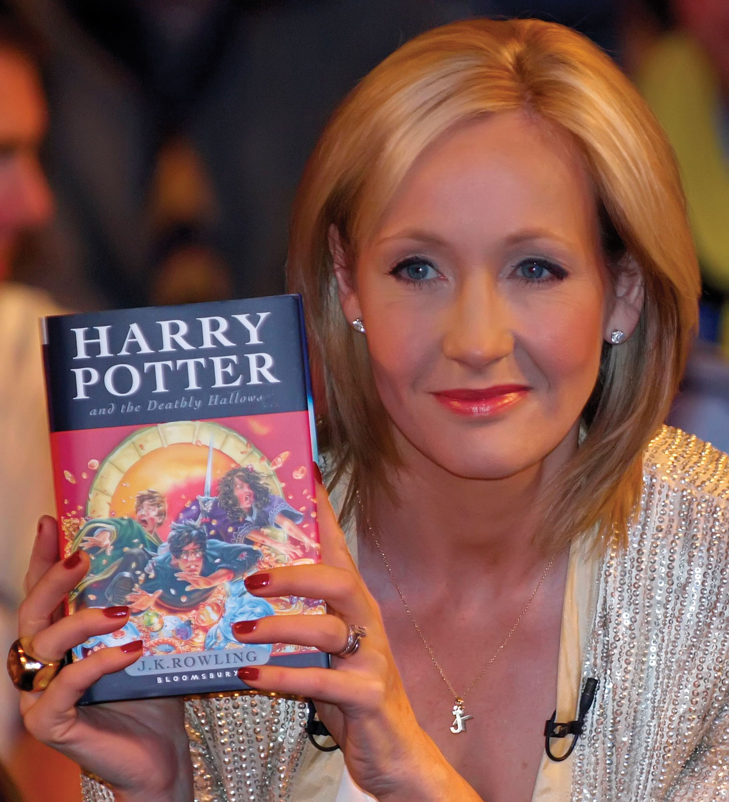 jk-rowling-author-photo-harry-potter-and-the-deathly-hallows-book-cover-photo