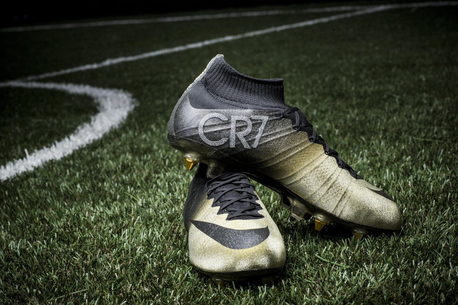 Mercurial CR7 Rare Gold