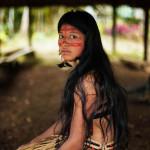 Kichwa-woman-in-Amazonian-rainforest