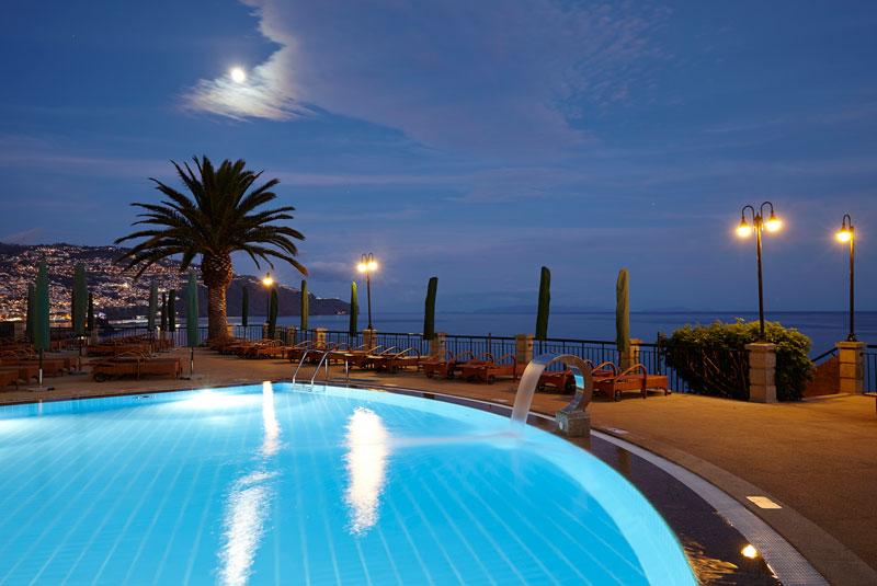 The-Cliff-Bay_piscina