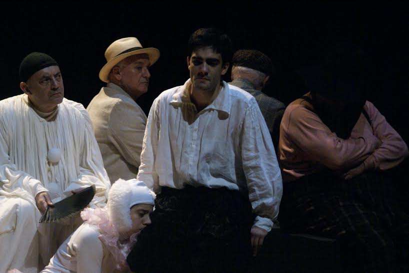 Guilherme Gomes em Hamlet. Foto: Luis Santos
