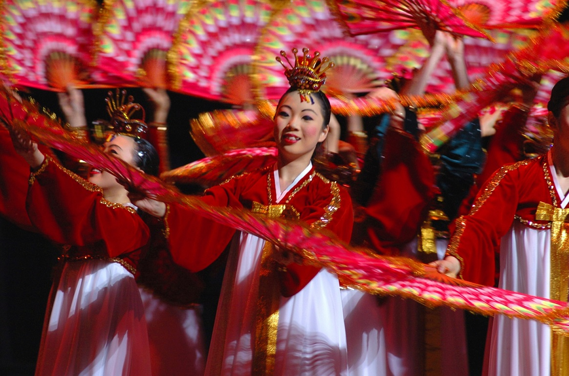 Little_Angels_Dancers_performing_Buchaecum_in_Seoul
