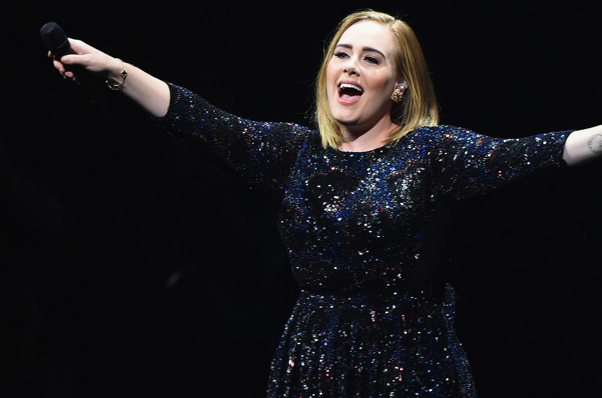 Adele não pareceu saber que Clinton se encontrava na audiência.