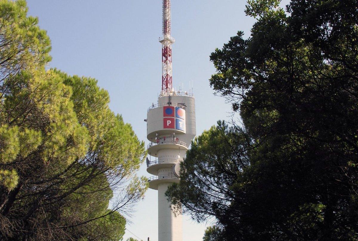 Torre de comunicações de Monsanto ainda com o logotipo da PT.