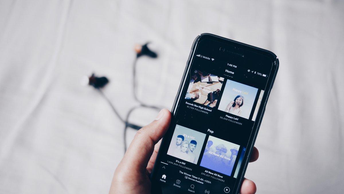 Spotify num iPhone com earbuds