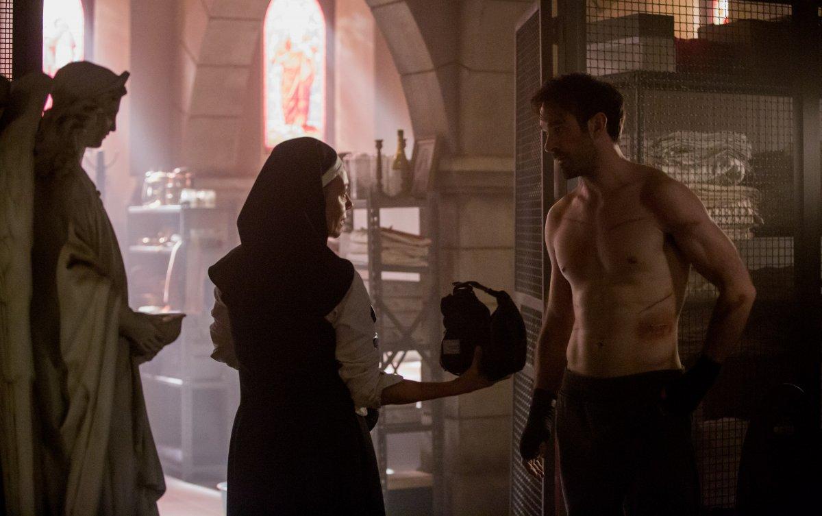 A freira Maggie e Matt Murdock em Daredevil Temporada 3
