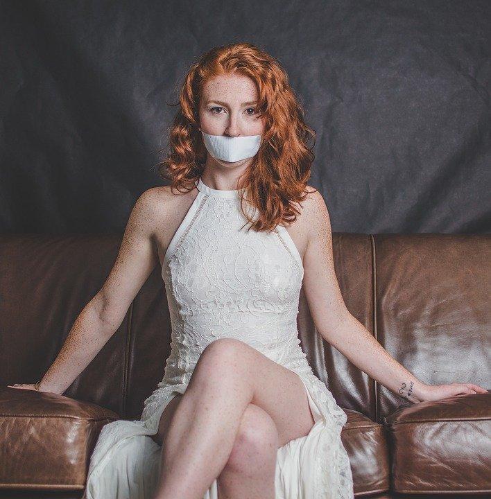 mulher boca tapada, feminismo - pixabay