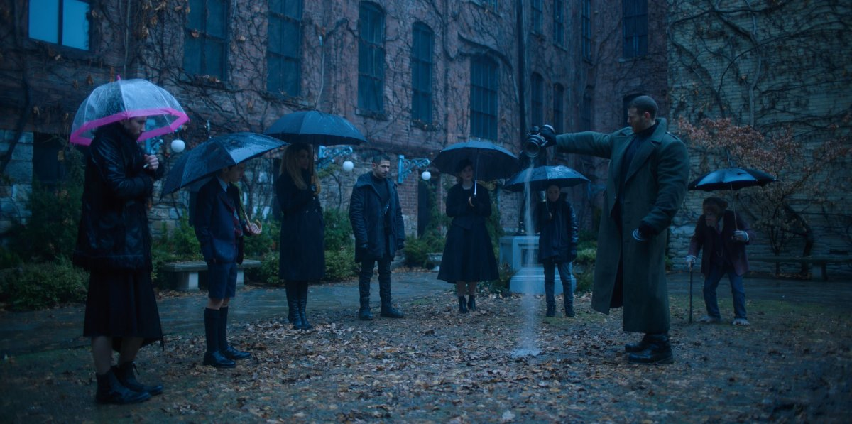 Umbrella Academy no funeral de Reginald