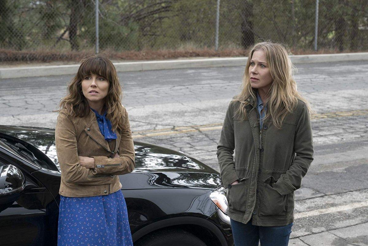 Christina Applegate e Linda Cardellini em Dead to Me