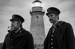 Willem Dafoe e Robert Pattinson em The Lighthouse