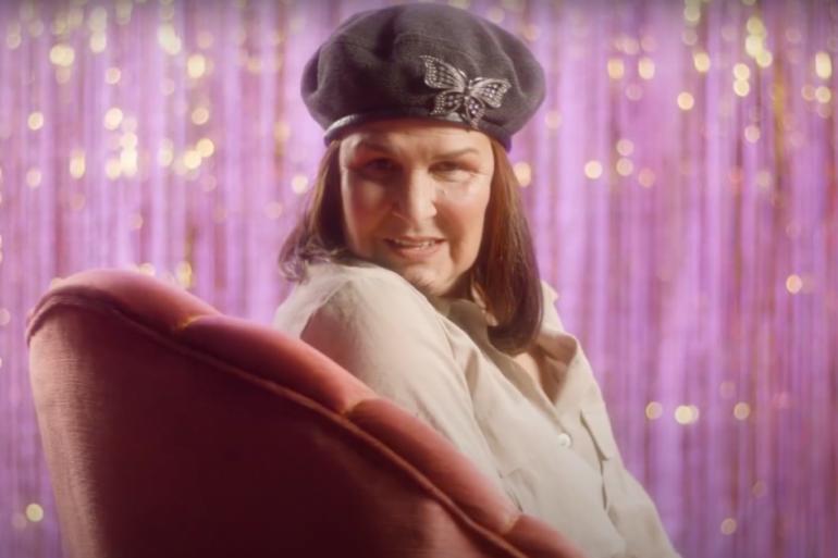 Lena d'Água no videoclipe de 'Grande Festa'