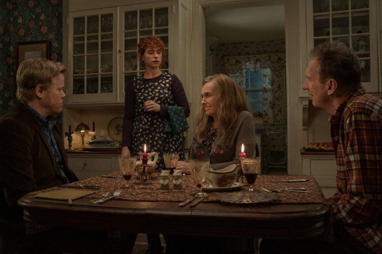 Jesse Plemons, Jessie Buckley, Toni Collette, David Thewlis em Tudo Acaba Agora