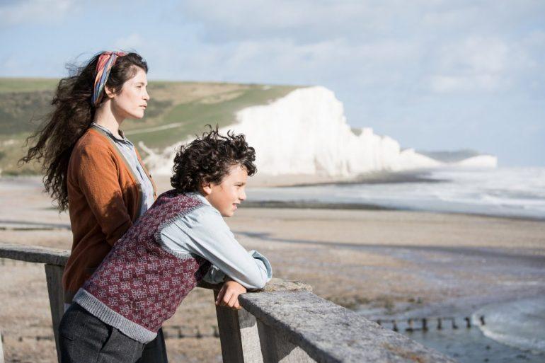 'Summerland' dá a Gemma Arterton um dos melhores papéis da carreira.