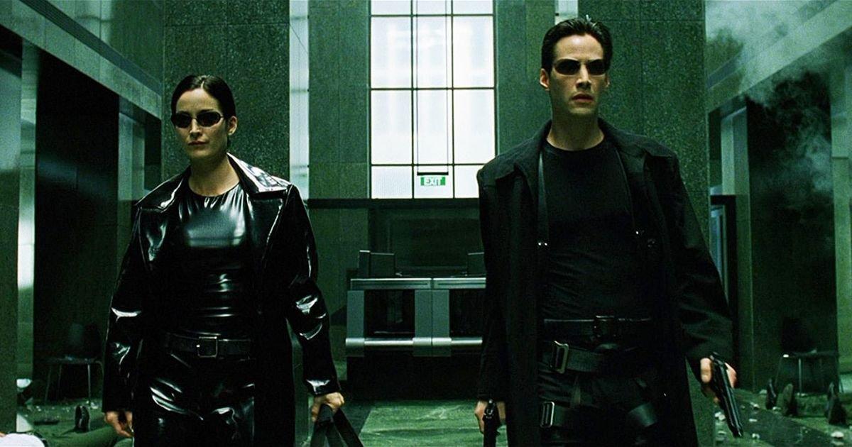 Keanu Reeves e Carrie-Anne Moss como Neo e Trinity em Matrix