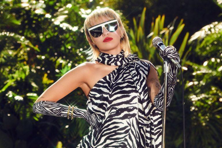 "Miley Cyrus no MTV Unplugged Presents ""Miley Cyrus Backyard Sessions"""