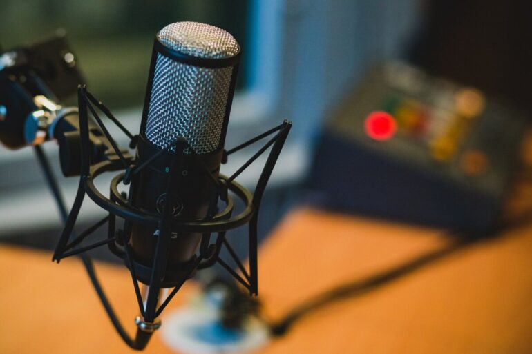 microfone áudio podcast