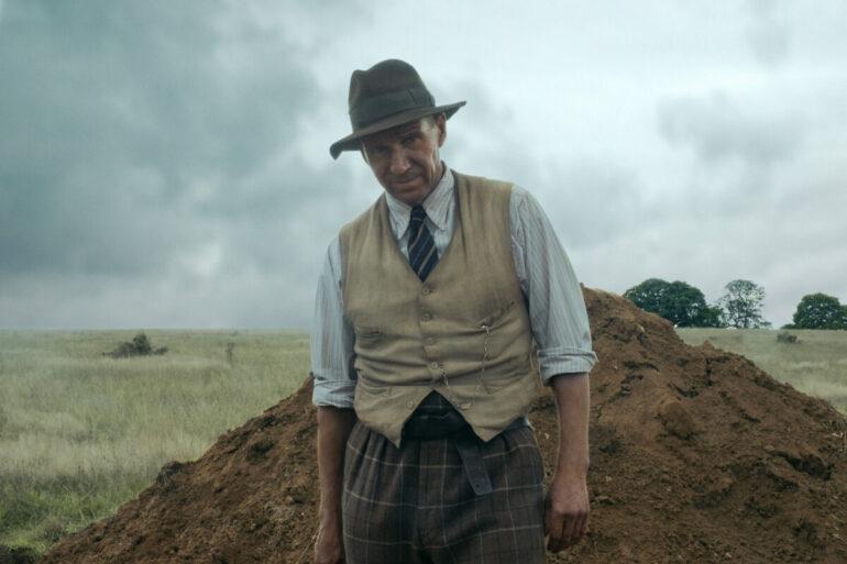 Ralph Fiennes em A Grande Escavação