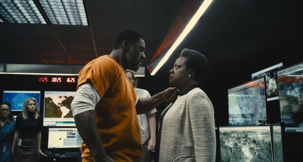 Bloodsport (Idris Elba) e Amanda Waller (Viola Davis) em 'O Esquadrão Suicida' (2021)