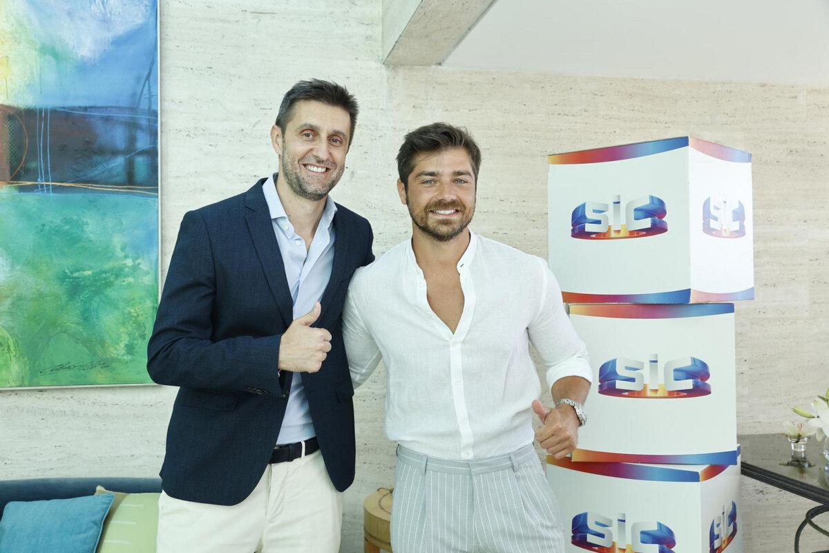 Lourenço Ortigão anunciado como novo reforço da SIC, aqui ao lado de Daniel Oliveira, diretor-geral de Entretenimento da IMPRESA