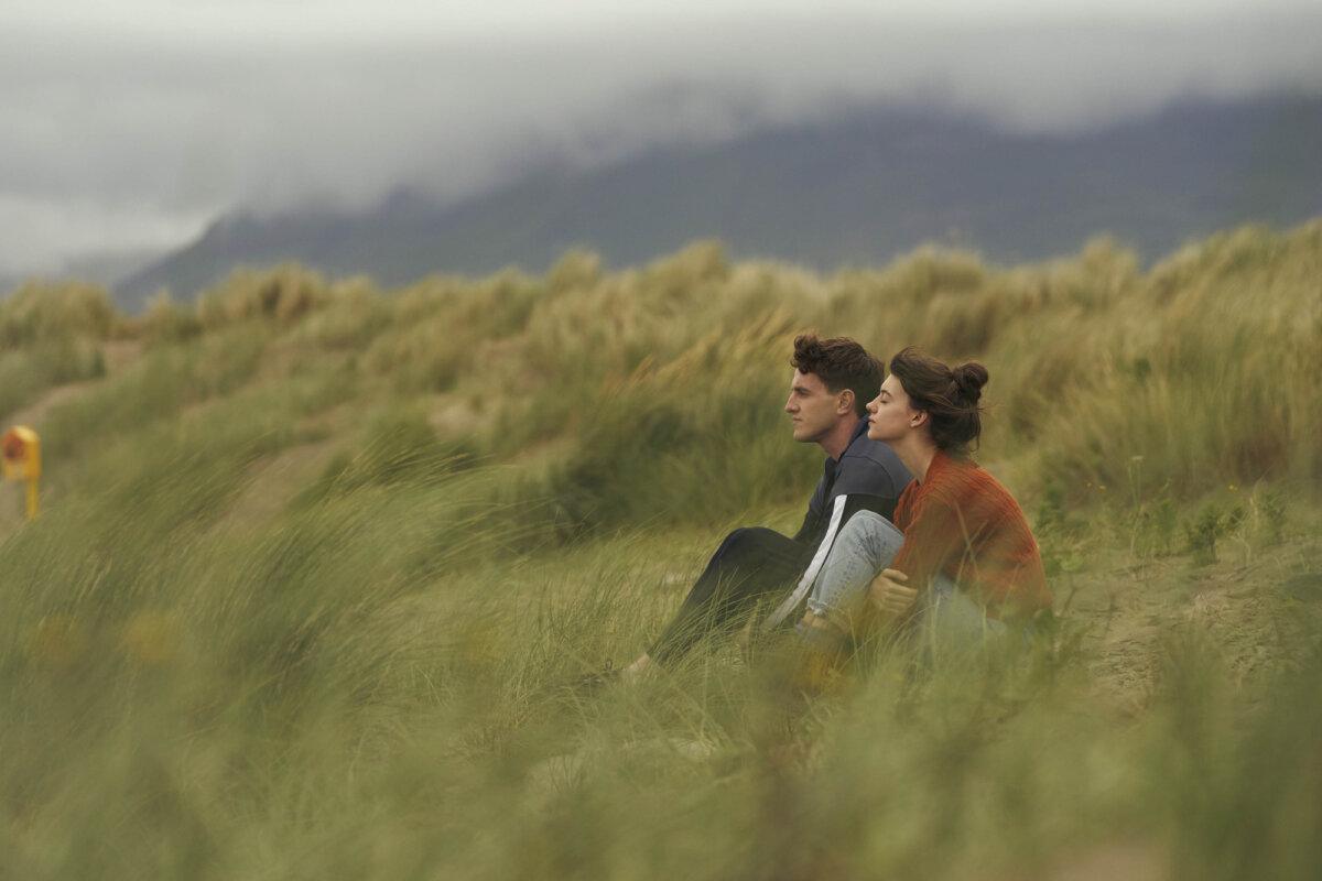 Normal People. Connell e Marianne interpretados por Daisy Edgar-Jones e Paul Mescal