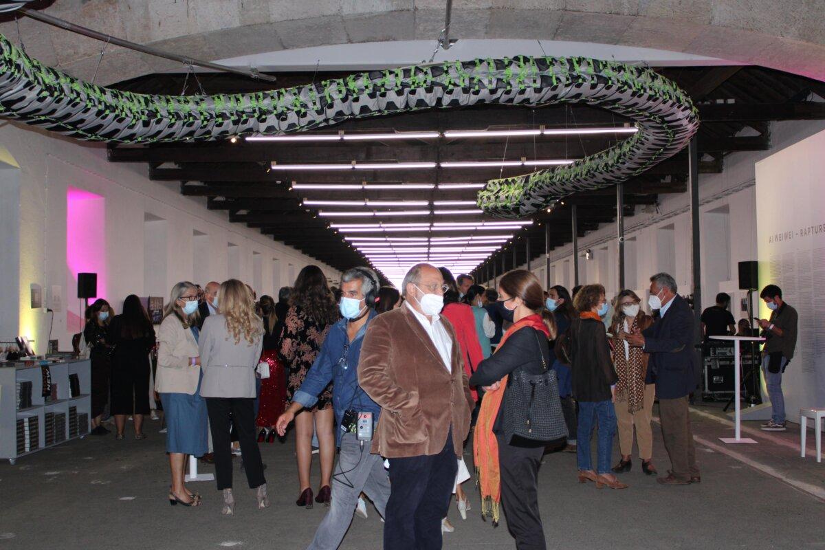 A apresentação da nova grelha do canal ocorreu dentro do espaço da exposição de Weiwei. Fotografia: Luzia Lambuça