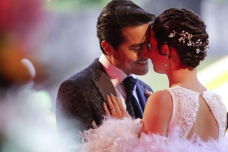 Amor Amor, final da primeira temporada, Romeu e Linda beijam-se